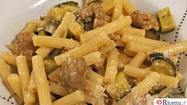 Ricetta pasta in bianco con zucchine