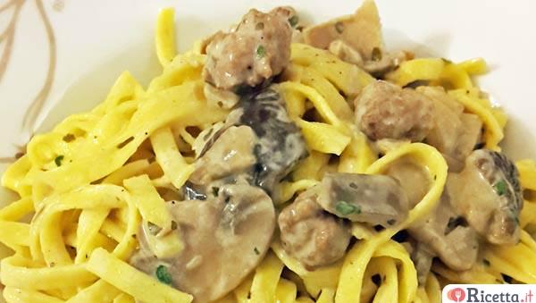 Ricetta pasta con speck in bianco